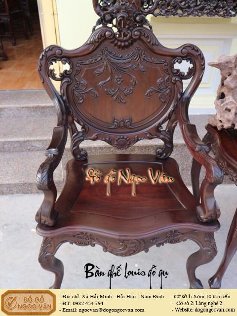 Bộ bàn ghế Louis gỗ gụ được thiết kế theo kiến trúc Pháp cổ điển